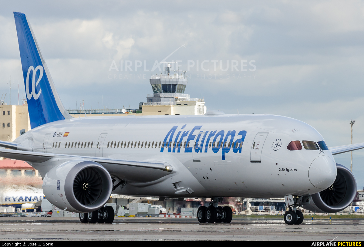 Ec mih air europa boeing 787 8 dreamliner at madrid for Interior 787 air europa