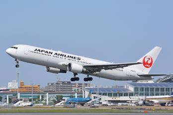 JA603J - JAL - Japan Airlines Boeing 767-300ER