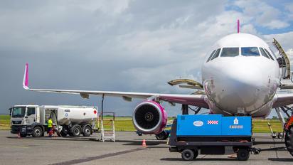 HA-LYS - Wizz Air Airbus A320