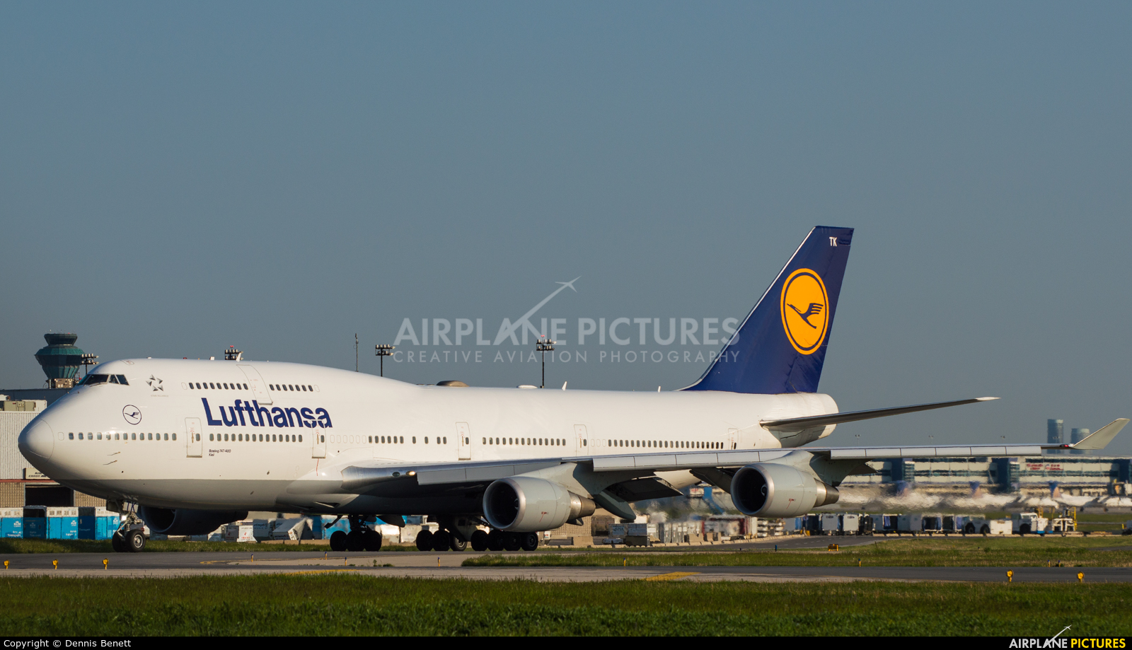 d abvy lufthansa boeing 747 400 at toronto pearson. Black Bedroom Furniture Sets. Home Design Ideas