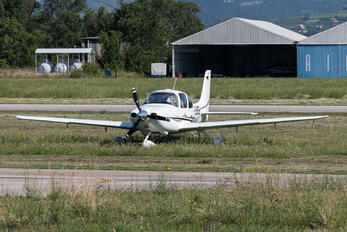 D-ESSS - Private Cirrus SR22