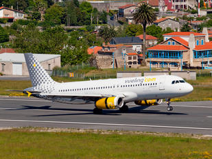 EC-LRY - Vueling Airlines Airbus A320