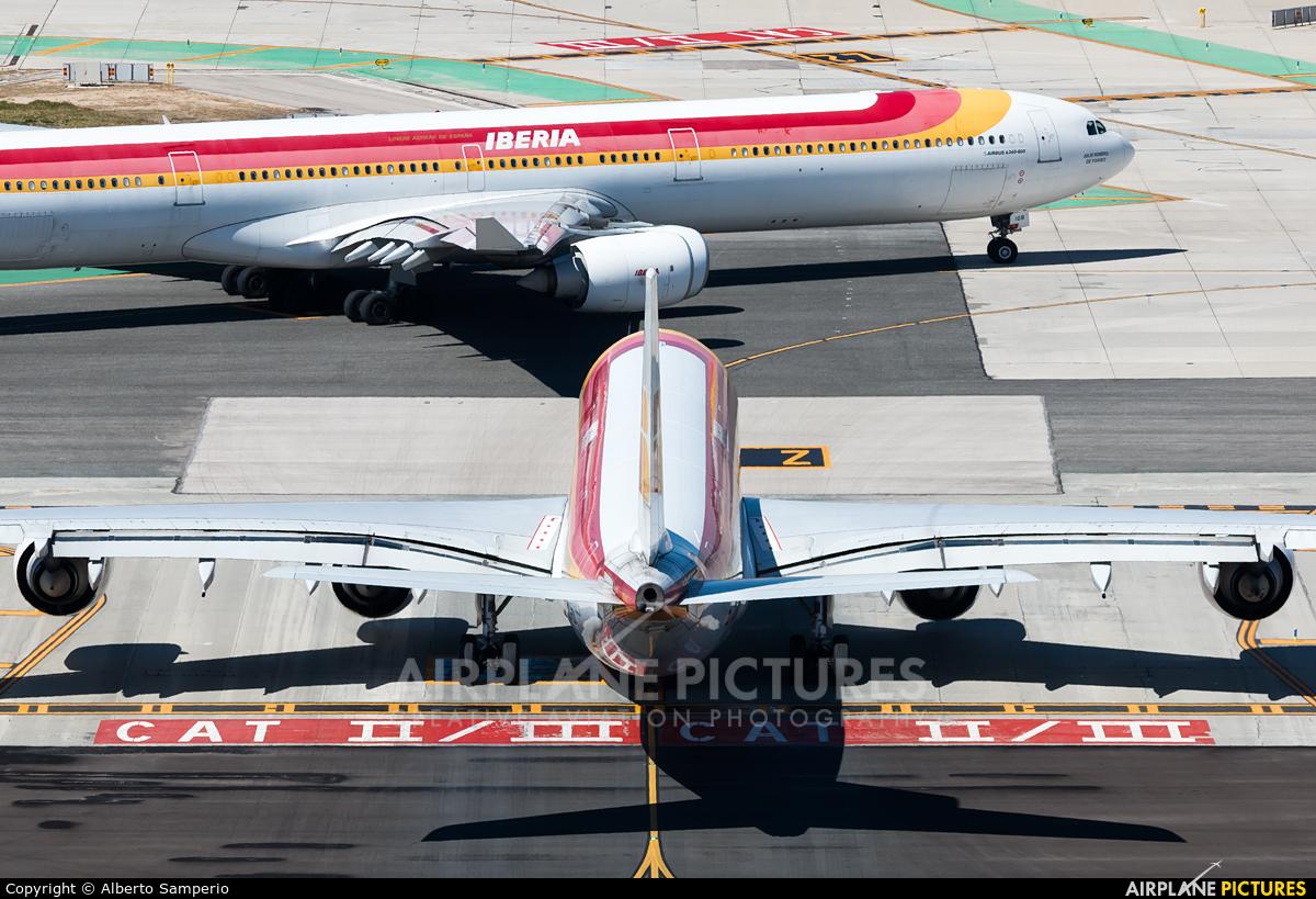 Iberia EC-IZY aircraft at Madrid - Barajas