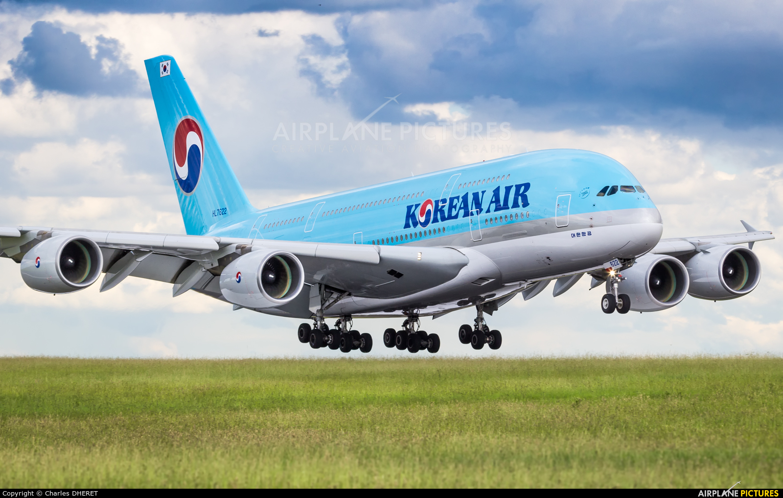 Korean Air HL7622 aircraft at Paris - Charles de Gaulle