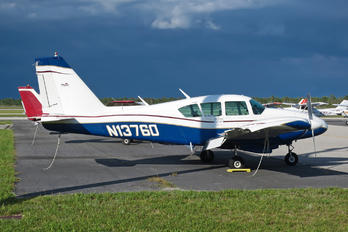 N13760 - Private Piper PA-23 Aztec