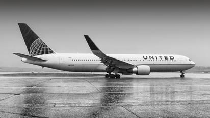 N670UA - United Airlines Boeing 767-300ER