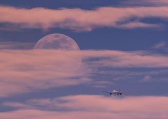 - - ANA - All Nippon Airways Boeing 777-200