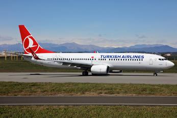 TC-JGV - Turkish Airlines Boeing 737-800