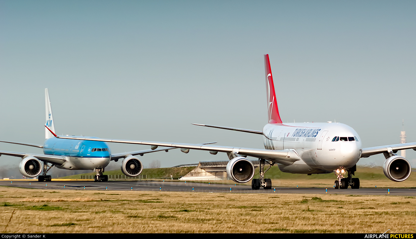Turkish Airlines TC-JNA aircraft at Amsterdam - Schiphol