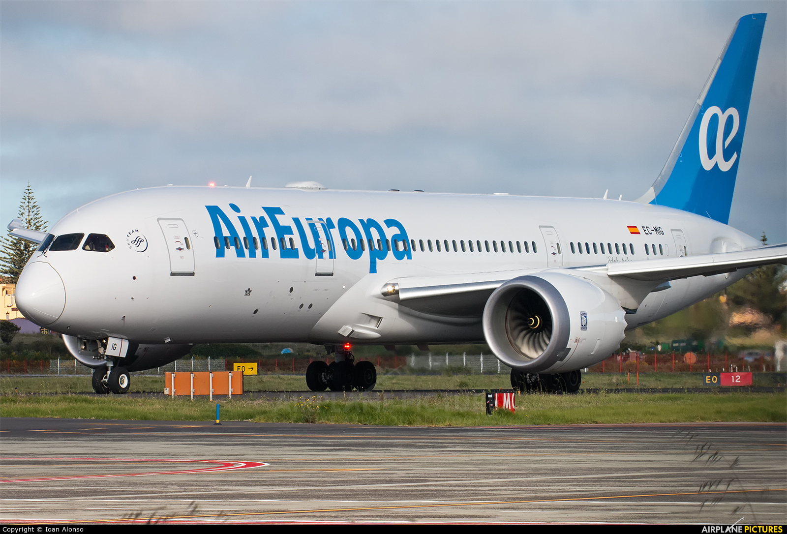 Ec mig air europa boeing 787 8 dreamliner at tenerife for Interior 787 air europa