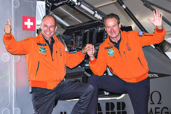 - - Solar Impulse - Airport Overview - People, Pilot