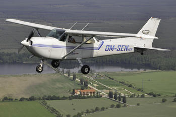 OM-SEN - Private Cessna 172 Skyhawk (all models except RG)