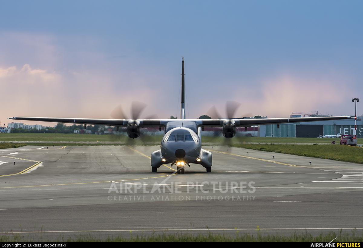 Poland - Air Force 012 aircraft at Warsaw - Frederic Chopin