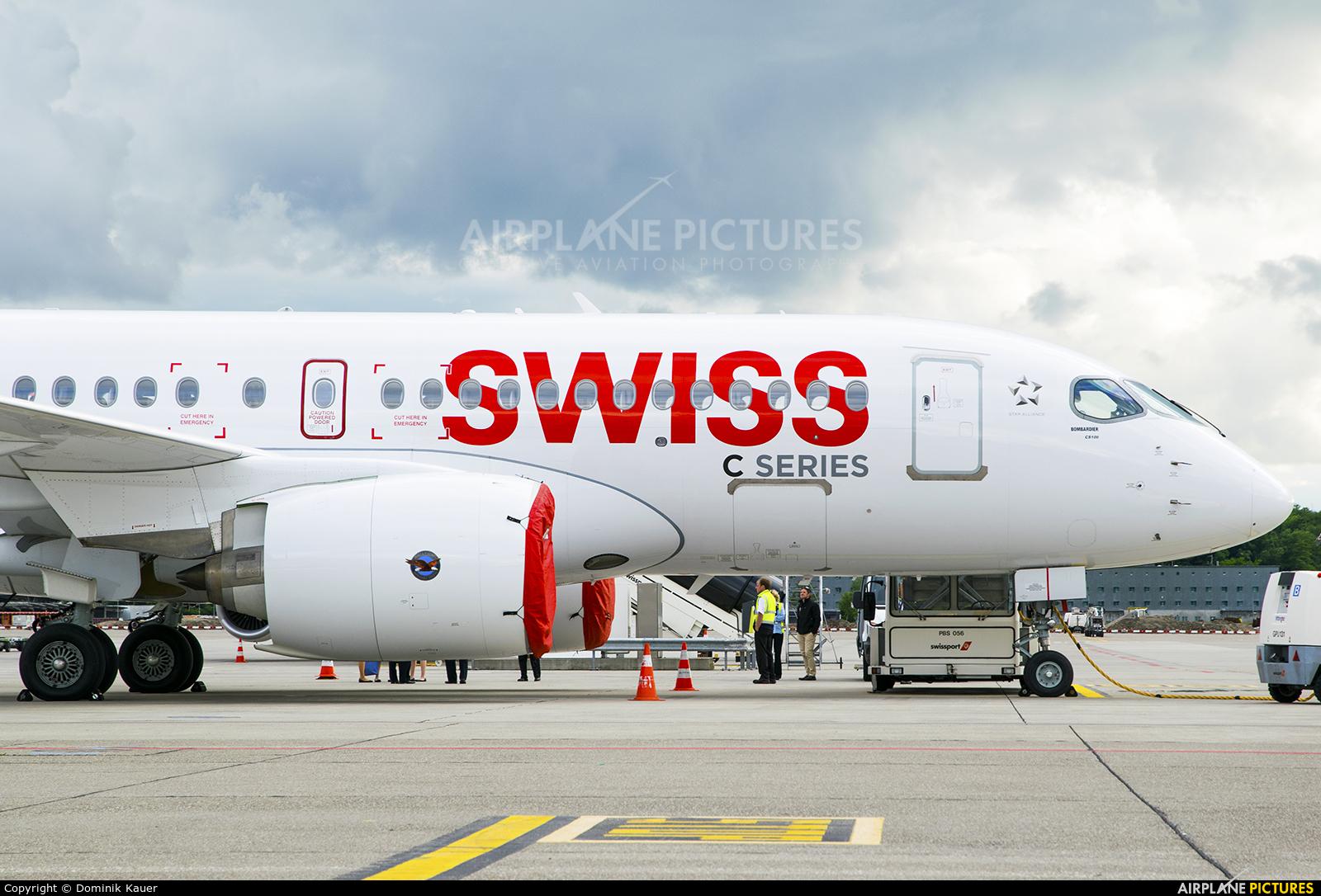 Swiss C-GWXZ aircraft at Zurich