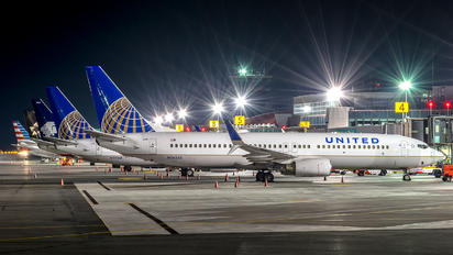 N14235 - United Airlines Boeing 737-800