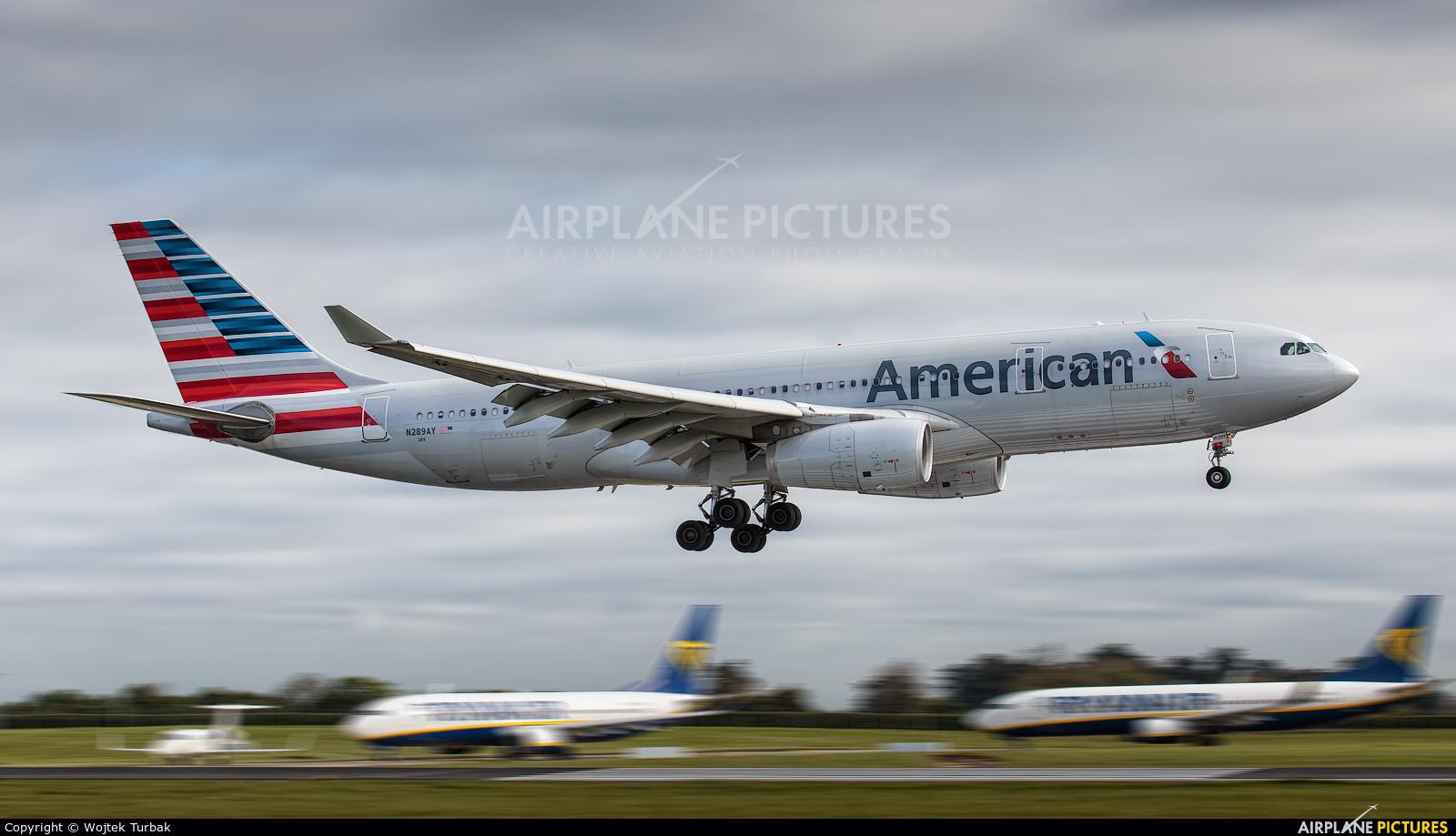 American Airlines N289AY aircraft at Dublin