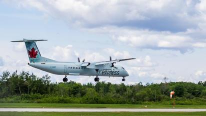 C-GGNF - Air Canada Express de Havilland Canada DHC-8-400Q / Bombardier Q400