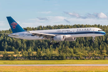 B-2812 - China Southern Airlines Boeing 757-200