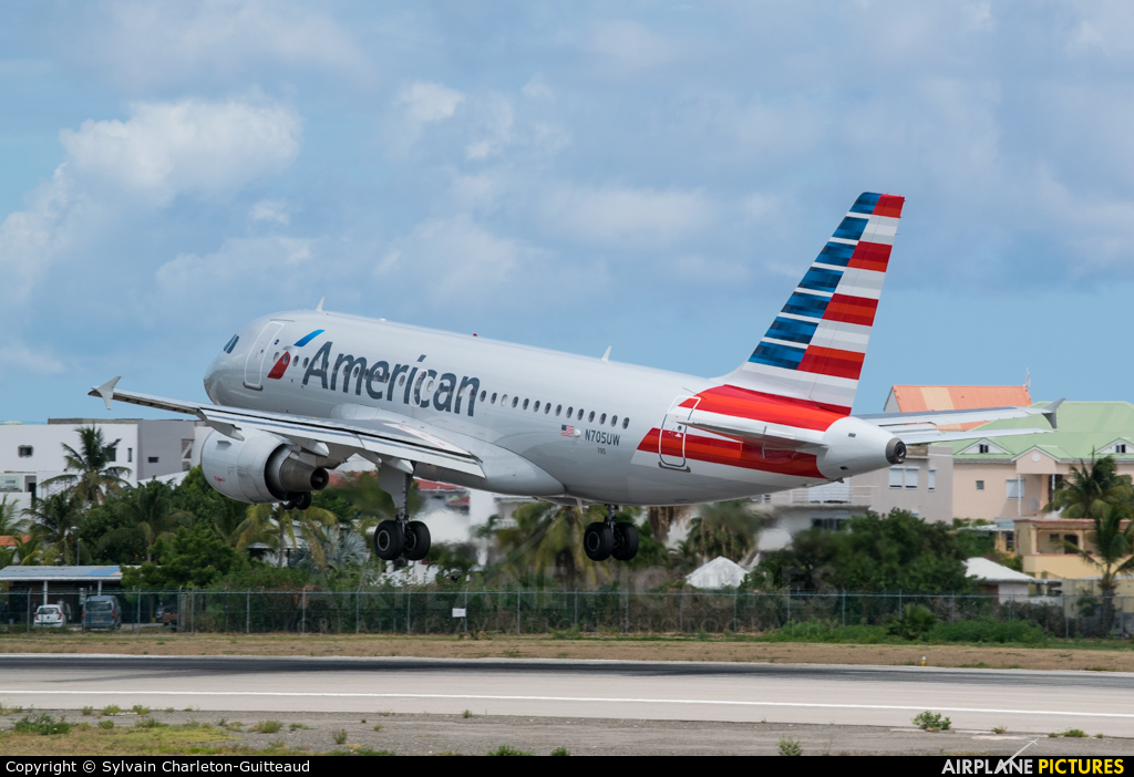 American Airlines N712US aircraft at Sint Maarten - Princess Juliana Intl