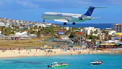 P4-MDD - Insel Air McDonnell Douglas MD-82