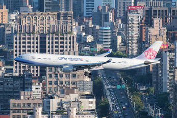 B-18353 - China Airlines Airbus A330-300