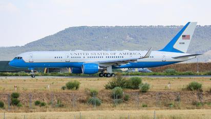 99-0015 - USA - Air Force Boeing C-32A