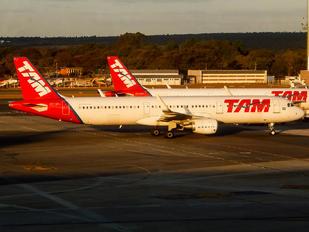 PT-XPJ - TAM Airbus A321