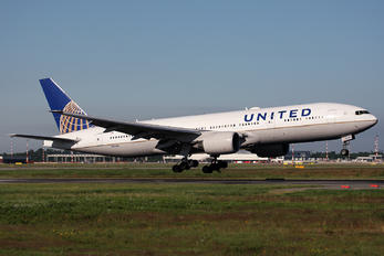 N781UA - United Airlines Boeing 777-200