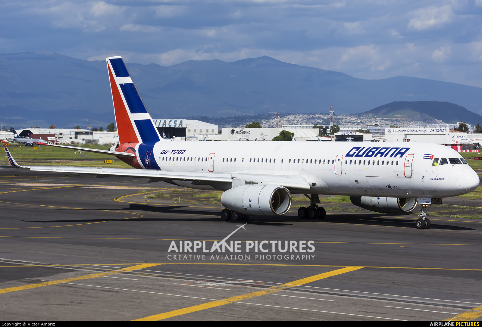 Un Tupolev ruso de CUBANA en Ezeiza