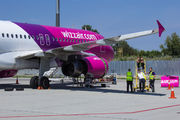 Wizzair A320 engine replacement at Kiev title=
