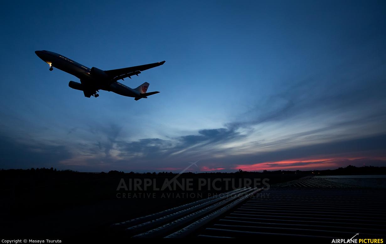 Air China B-5916 aircraft at Tokyo - Narita Intl