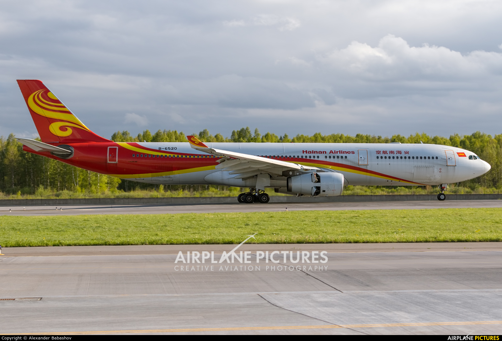 Hainan Airlines Airbus A330-300 B-6520