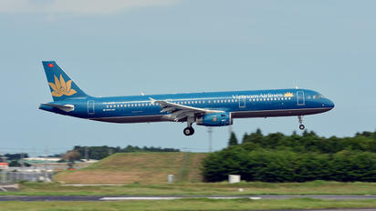 VN-A335 - Vietnam Airlines Airbus A321