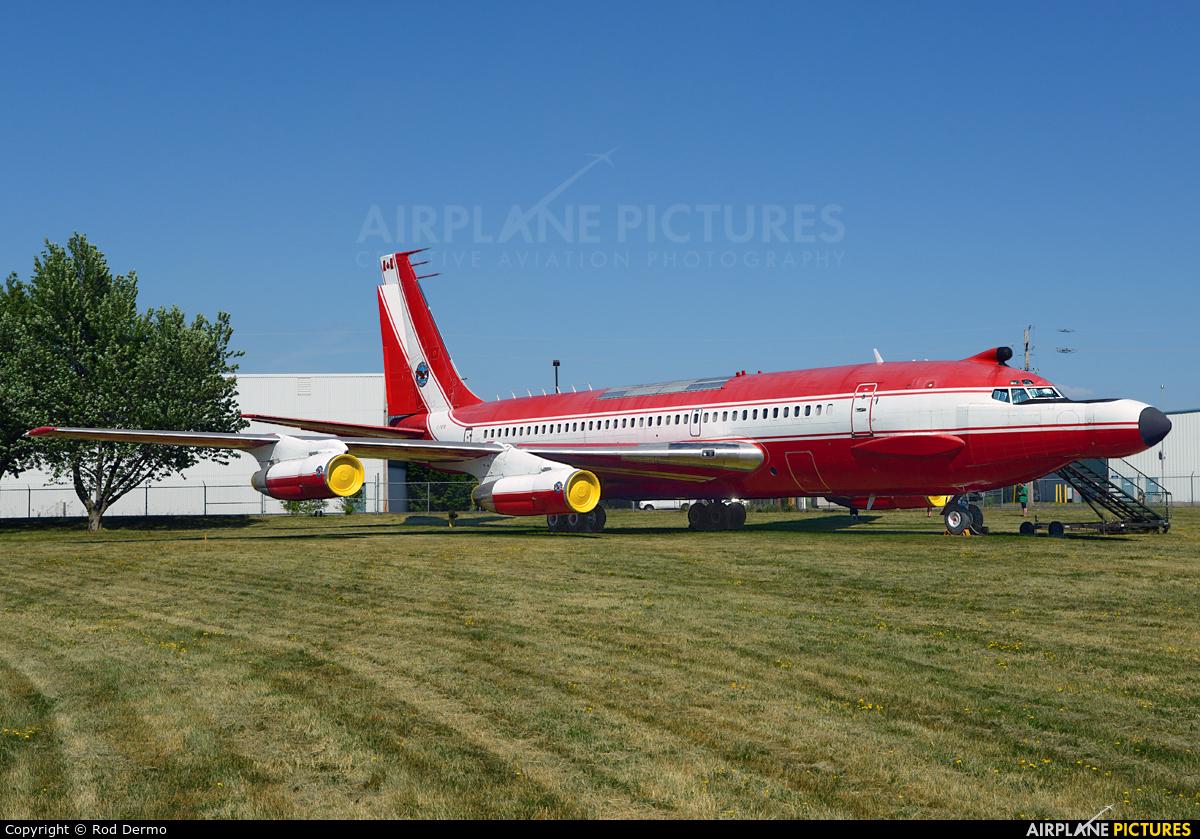 Pratt & Whitney Canada C-FETB aircraft at Trenton Airport