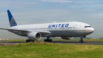 N782UA - United Airlines Boeing 777-200