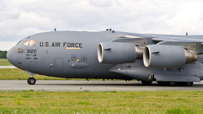 33120 - USA - Air Force Boeing C-17A Globemaster III