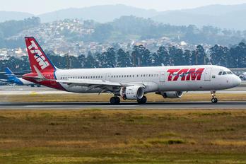 PT-XPB - TAM Airbus A321