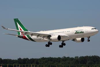 EI-EJG - Alitalia Airbus A330-200