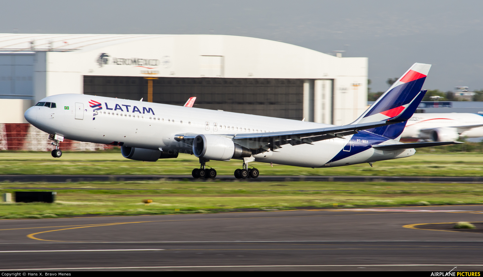 LATAM PT-MSY aircraft at Mexico City - Licenciado Benito Juarez Intl