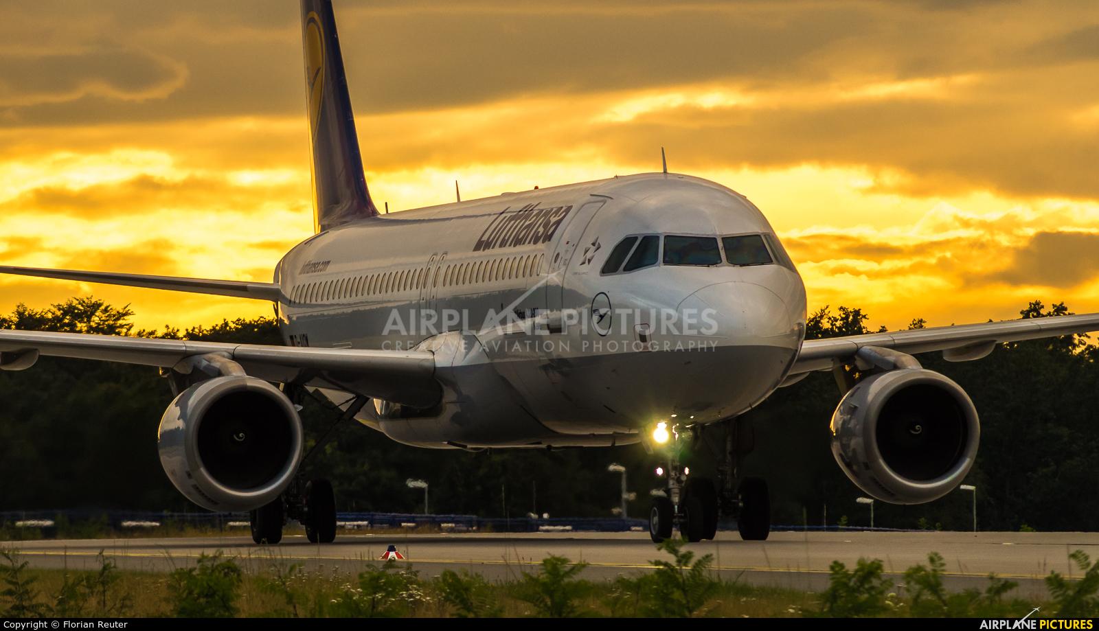 Lufthansa D-AIQW aircraft at Frankfurt