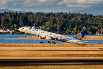 N585UA - United Airlines Boeing 757-200