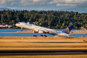 N585UA - United Airlines Boeing 757-200