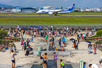 JA818A - - Airport Overview Boeing 787-8 Dreamliner