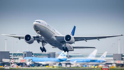 N27015 - United Airlines Boeing 777-200