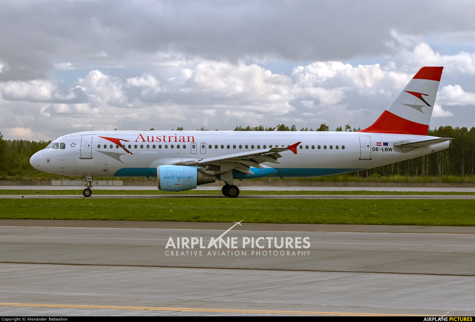 Austrian Airlines/Arrows/Tyrolean Airbus A320 OE-LBW