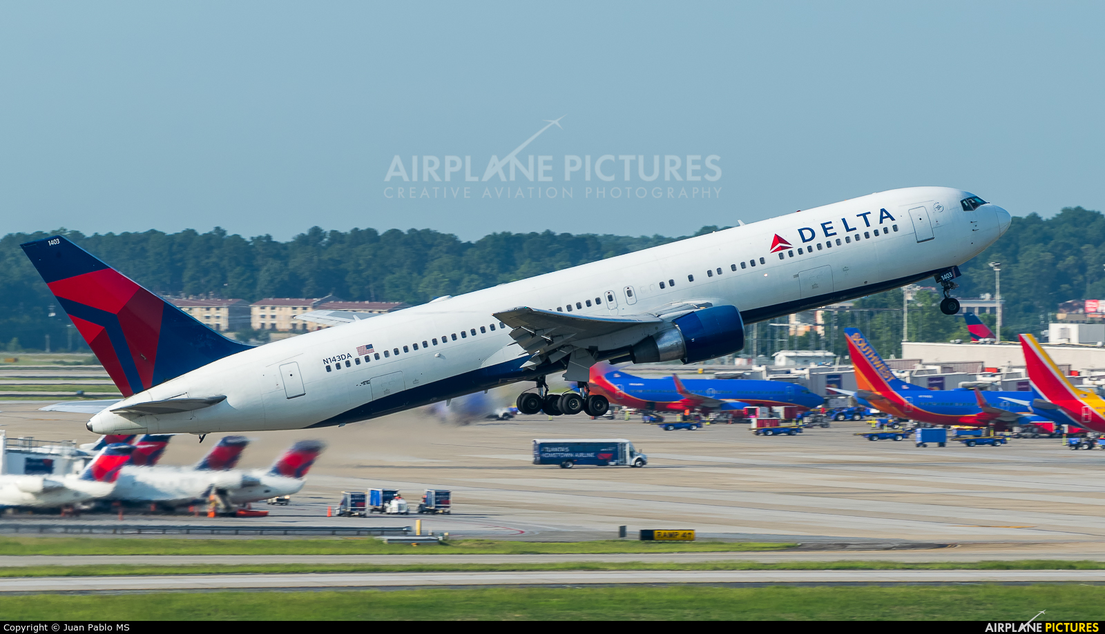 Delta Air Lines N143DA aircraft at Atlanta - Hartsfield-Jackson Intl