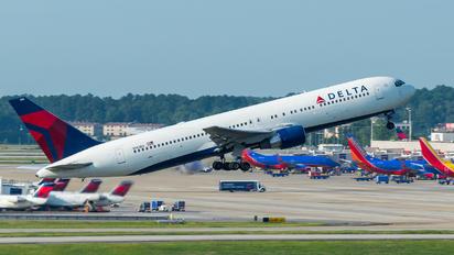 N143DA - Delta Air Lines Boeing 767-300