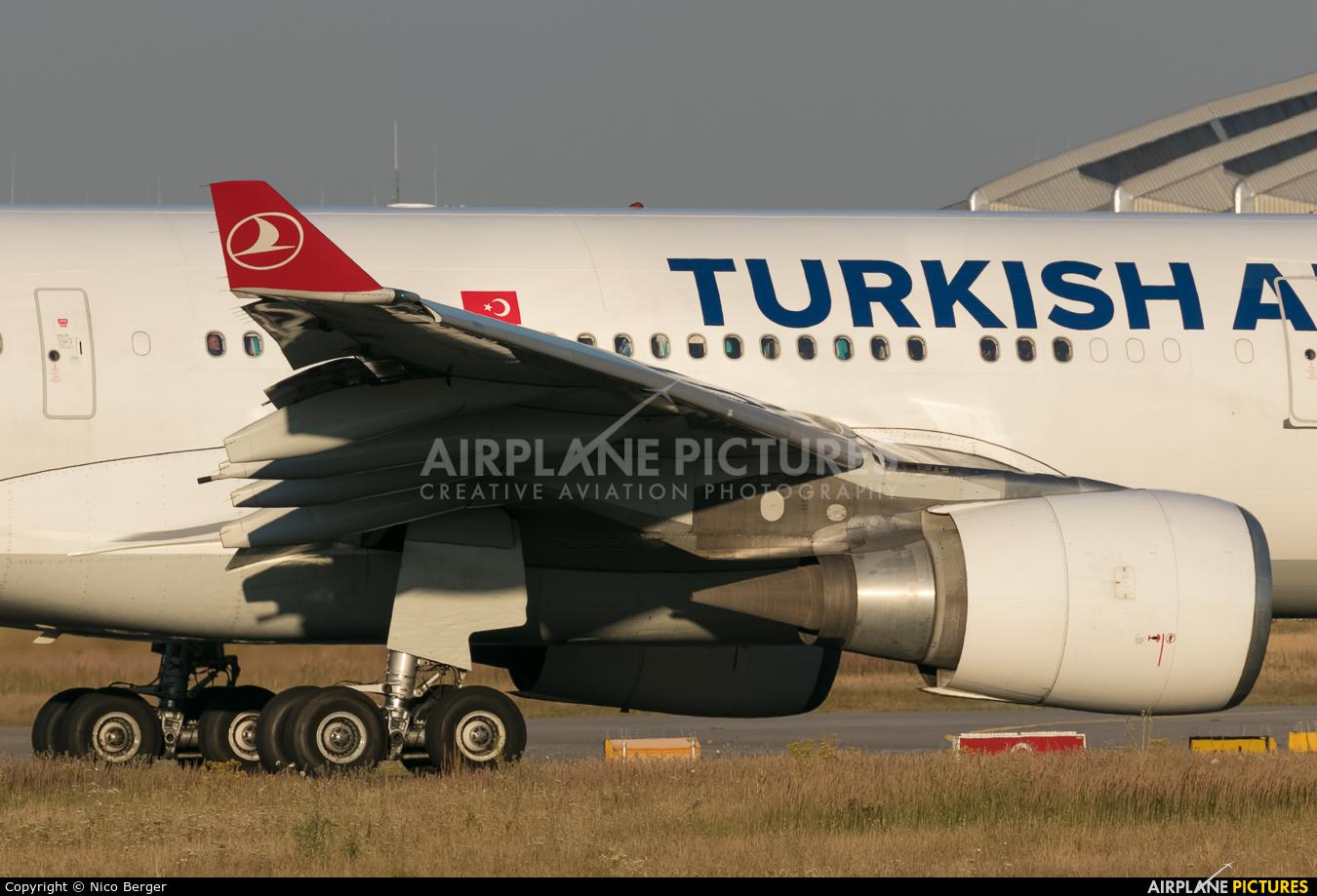 Turkish Airlines TC-JNA aircraft at Frankfurt