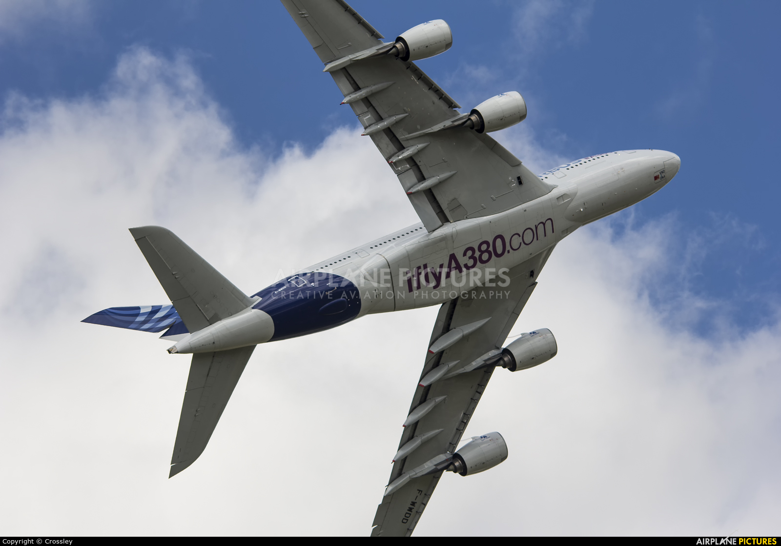 Airbus Industrie F-WWDD aircraft at Farnborough