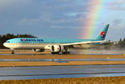 HL8218 - Korean Air Boeing 777-300ER aircraft